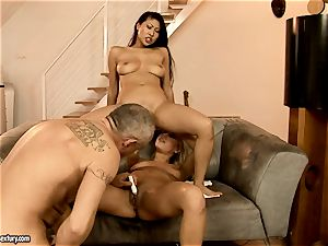 Nikky Thorne hardcore 3some fisting and dildoing