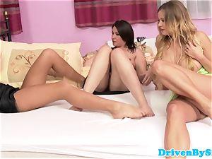 Rich trio lesbos pleasuring cootchie in bed
