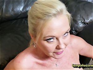 The cougar educator teaches the schoolgirl