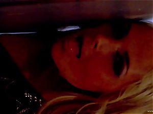 Sarah Vandella unveils her brilliantly lush mammories