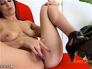 Alice Chambers gets those phat lips going