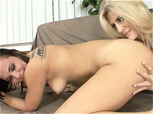 Amanda Tate munches on Aidra Fox's sizzling butt