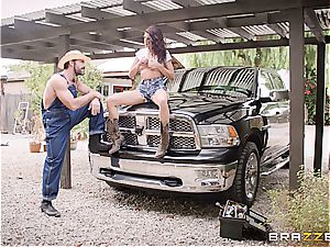 Free-spirited cowgirl rails her ass off