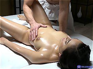 Yasmeena Ali sensual massage and hook-up