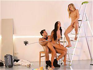 LOS CONSOLADORES - wondrous Sasha Rose in super hot three way