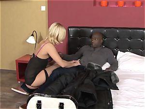 Invited a stranger cuckold trainer to drill platinum-blonde wifey