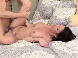 Bad wifey Dava Foxx cheats on her husband