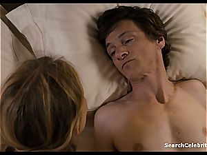 Heavenly Helen Hunt has a smoothly-shaven pussy for viewing