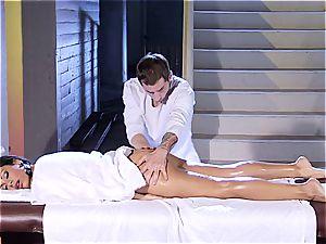 super-fucking-hot Latina Cassandra Cruz gets an oily massage