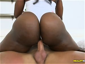 Destinee Jackson has her vagina tamed by Tarzan